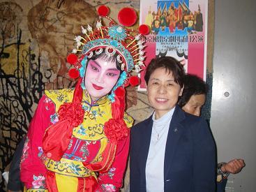 北京風雷京劇の女優さんと081,016の2.JPG