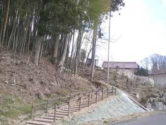 090328紅しだれ桜木道整備~1.JPG